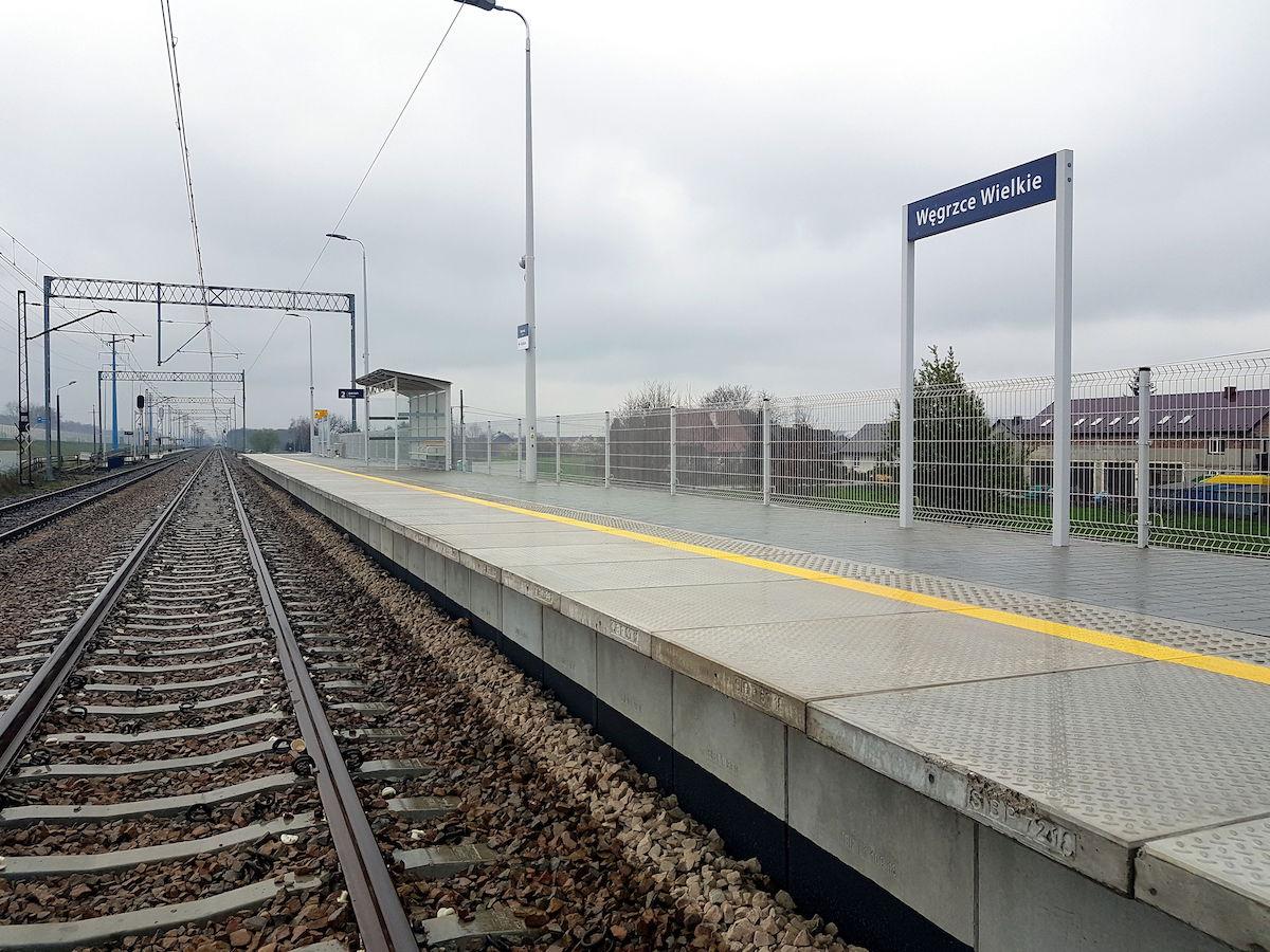 Zdjęcie peronu na przystanku Węgrzce Wielkie.